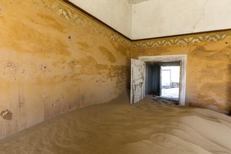 kolmannskuppe: Door held open by sand