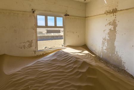 kolmannskuppe: Sand filled room