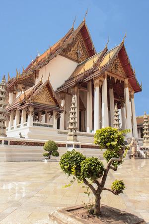 sight seeing: White Temple Wat Sutat - Bangkok Sight Seeing - Travel Asia