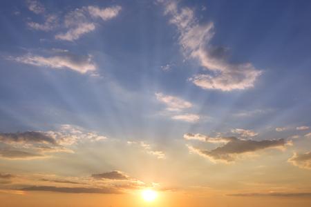 雲 - 太陽と空と夕焼け空 写真素材