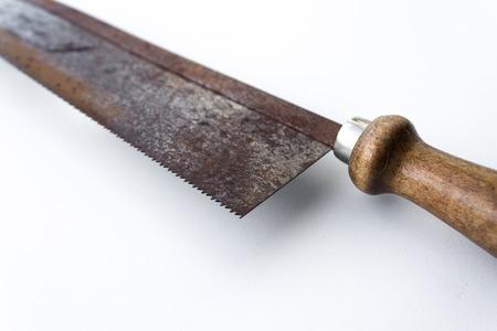 serrucho: vio viejo serrucho de cerca - Herramientas de �poca Foto de archivo