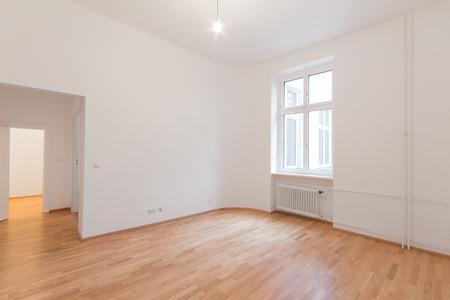 신선한 개조 평면 - 홈 아파트 - 나무 떡갈 나무 바닥, Whitewalls 창 신선한 개조 된 방