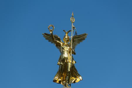Colonna della Vittoria (Siegessaeule) angelo statua isolato, Berlino, Germania