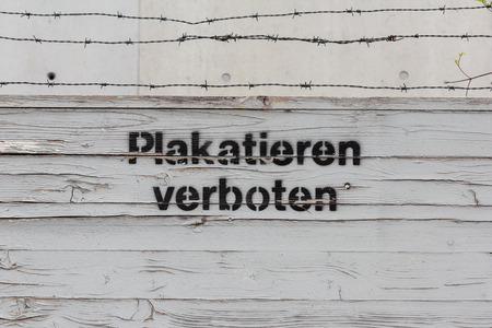 a placard: placard forbidden - German: (plakatieren prohibited)