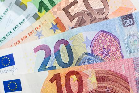 Euro Geldscheine - Bargeld, europäische Währung Standard-Bild - 60728306