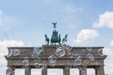 luft: berlin symbol, brandenburg gate (Brandenburger Tor) behind soap bubbles Stock Photo