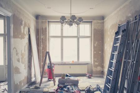 Rénovation - ancien appartement lors de la rénovation - filtre vendange Banque d'images - 65996926
