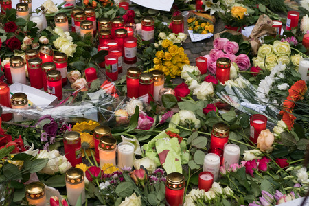 Berlin, Germany - december 20, 2016: Candles and flowers at the Christmas Market in Berlin, the day after the terrorist attack. Éditoriale