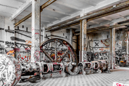 run down factory, industrial abandoned warhouse Banque d'images