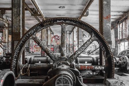 廃工場の産業機械