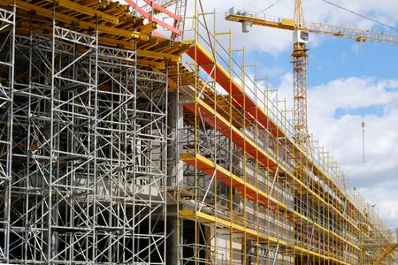 새로운 건물 건설 사이트 - 건축 사이트에 스 캐 폴딩 및 크레인