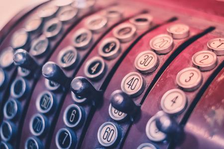 teclado numerico: vintage cash register closeup - old register macro