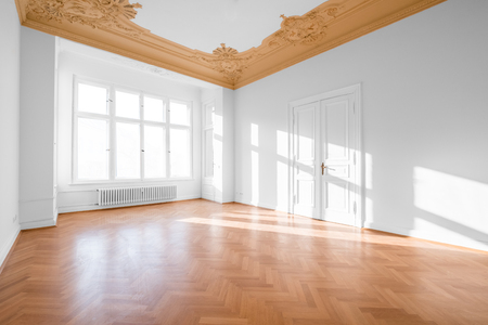 Empty room with parquet floor after renovation Фото со стока