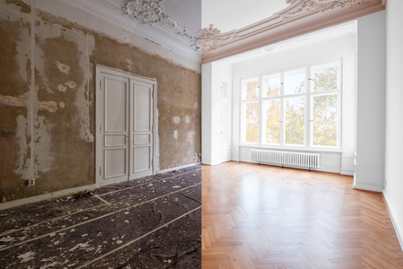 renovation concept - room in apartment before and after renovation works.  plastered and painted walls, white doors and wooden oak parquet floor Archivio Fotografico - 117800457