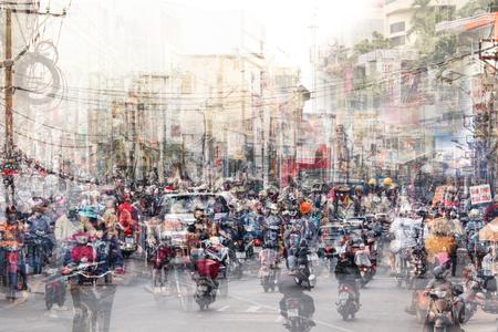 Concepto abstracto de la vida y el tráfico de la ciudad: calles abarrotadas de doble exposición Foto de archivo