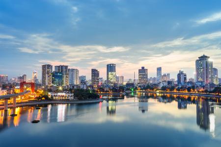 하노이의 공중 스카이 라인보기. 황혼에서 하노이 풍경 스톡 콘텐츠