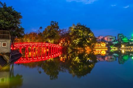 The Huc bridge (red bridge), entrance of Ngoc Son temple on Hoan Kiem lake, Hanoi, Vietnam 写真素材