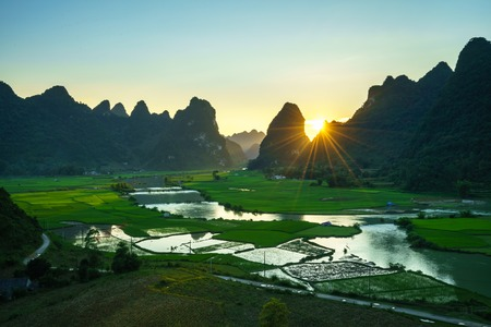 Vietnam landscape with rice field, river, mountain and low clouds in early morning in Trung Khanh, Cao Bang, Vietnam 스톡 콘텐츠