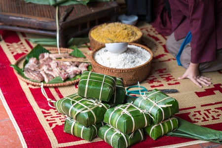 Raw Chung cake, the most important food of Vietnamese lunar new year Tet Imagens