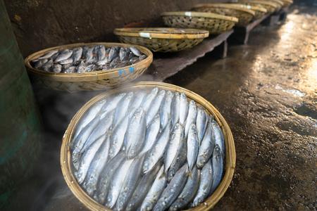 Boiled fish basket. Seafood processing at fish market in Quy Nhon, south Vietnam 版權商用圖片 - 102168741