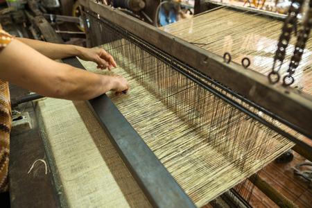 Weaving silk in traditional way in Vietnam. Vietnamese silk processing. Standard-Bild - 121045016