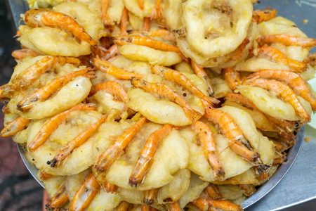 Shrimp cakes, one of top specialties of Hanoi, were sold on Co Ngu street. Hanoi street food Imagens