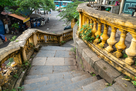 Old open outer stone staircase, steps of the old staircase with traces of weathering and destruction. Aged footpath in Hanoi city 新聞圖片