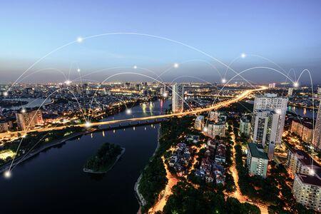 Ville intelligente et concept de réseau de communication sans fil. Lignes de connexion au réseau numérique de la ville de Hanoi, Vietnam à la péninsule de Linh Dam, district de Hoang Mai Banque d'images