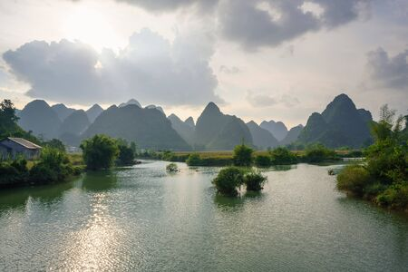 River and mountain scene in Trung Khanh, Cao Bang, Vietnam Banque d'images
