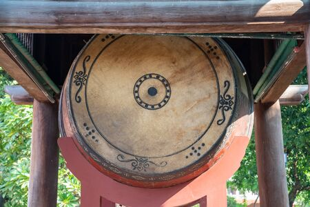 Big sacred drum at The Temple of Literature (Van Mieu), the first national university in Hanoi Archivio Fotografico - 133360034