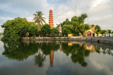 Tran Quoc pagoda in the morning, the oldest temple in Hanoi, Vietnam. Hanoi cityscape. Redactioneel