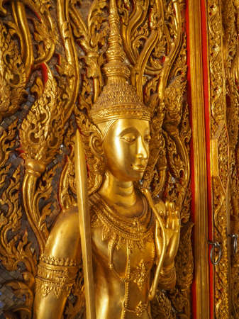tha: GOLDEN ANGLE CARVED ON THE GATE OF WAT THA SUNG THAILAND