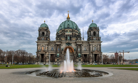dome type: Berliner Dom on an afternoon with cloudy sky