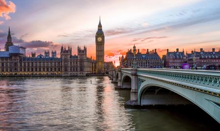 Coucher de soleil sur la ville de Westminster à Londres, Royaume-Uni