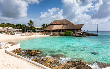 Tropical beach on Cozumel Island with turquoise waters, Mexico 스톡 콘텐츠