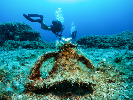 Scuba diving in Greece: remainings of an ancient, Greek Amphora in front of scuba divers