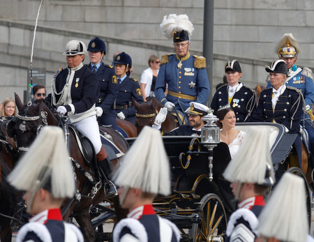 royal wedding: STOCKHOLM - JUN 13, 2015: The swedish Prince Carl-Philip Bernadotte and his wife Princess Sofia Hellqvist a few minutes after the royal wedding waiving to the audience