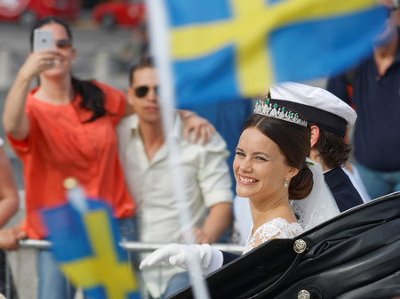 royal wedding: STOCKHOLM - JUN 13, 2015: The swedish Prince Carl-Philip Bernadotte and his wife Princess Sofia Hellqvist a few minutes after the royal wedding smiling and waiving to the audience