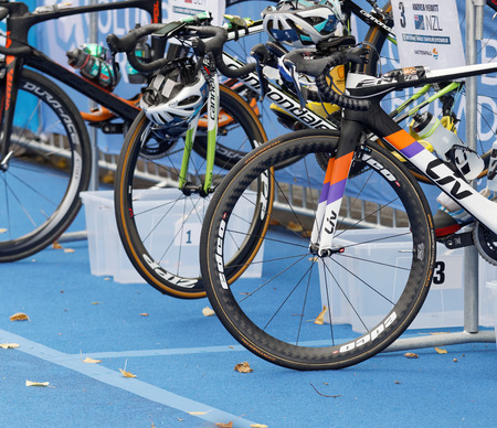 ciclos: STOCKHOLM - JUL 02, 2016: Closeup of a professional triathlon cycles in the Womens ITU World Triathlon series event July 02, 2016 in Stockholm, Sweden Editorial