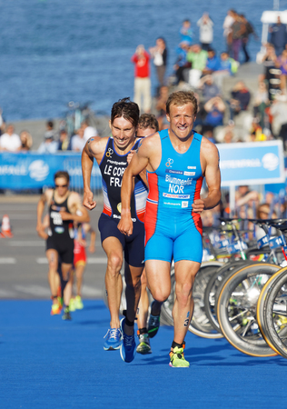 elite: STOCKHOLM - AUG 26, 2017: Running triathletes Blummnefelt (NOR) and Le Corre (FRA) fighting to get the silver medal in the Mens ITU World Triathlon series event August 26, 2017 in Stockholm, Sweden Editorial