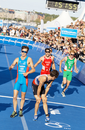 elite: STOCKHOLM - AUG 26, 2017: Fighting and running triathletes Gundersen, Knabl, White and others at the finish in the Mens ITU World Triathlon series event August 26, 2017 in Stockholm, Sweden