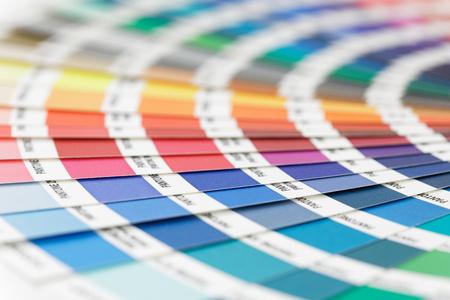 STOCCOLMA - SVEZIA, 8 NOVEMBRE 2017: Tavolozza di colori colorati utilizzata per selezionare la tonalità corretta a Stoccolma, Svezia, 8 novembre 2017