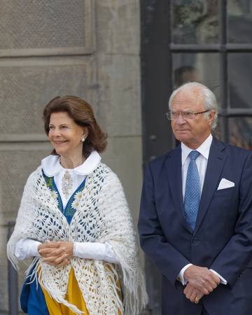 STOCKHOLM, SWEDEN - JUN 06, 2018: The swedish queen and king Silvia and Carl Gustaf Bernadotte XVI outside the castle to celebrate the swedish national day June 06 in Stockholm 写真素材