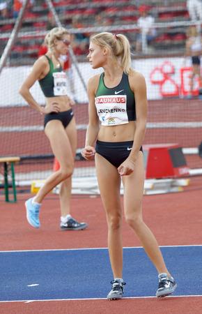 STOCCOLMA, SVEZIA - 10 GIUGNO 2018: Yuliya Levchenko (UKR) concentrandosi nella competizione di salto in alto nella IAAF Diamond League Bauhaus galan, 10 giugno 2018 a Stoccolma, Svezia Editoriali