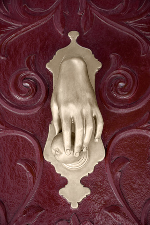 knocking: Hand with red fruit knocking on the wooden door