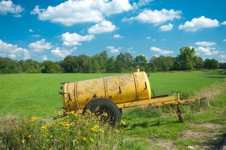 dep�sito agua: tanque de agua amarillo que se utilizan para suministrar agua adicional para el ganado cuando su demasiado caliente