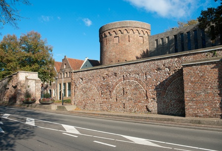 védekező: old part of medieval defensive wall in Deventer, Netherlands Stock fotó