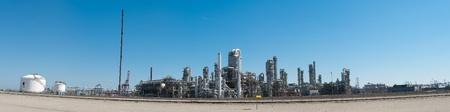refiner�a de petr�leo: Foto panor�mica de una refiner�a de petr�leo en el puerto de rotterdam Foto de archivo
