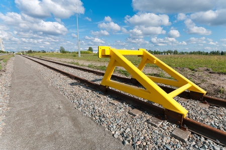 definite: yellow buffer stop at the end of a railroad track