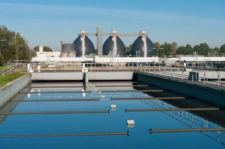 aguas residuales: bassin donde se realiza el desperdicio de agua filtrada
